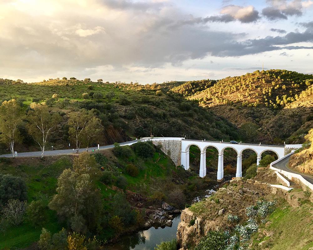 Trecho do Rio Guadiana próximo à cidade de Mértola